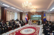 柬埔寨领导高度评价胡志明市的发展水平