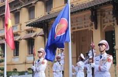 东盟会旗升旗仪式在首都河内举行