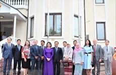 越南驻乌克兰大使馆举行东盟会旗升旗仪式 庆祝东盟成立52周年