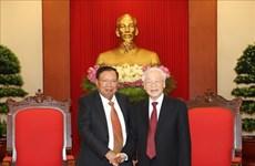 越共中央总书记、国家主席阮富仲会见老挝国家主席本扬·沃拉吉