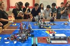 越南学生代表团赴以色列参加机器人夏令营