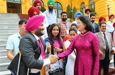 越南国家副主席邓氏玉盛接见印度人民代表团