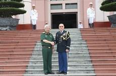 越南国防副部长阮志咏会见美国驻越国防武官尊室俊