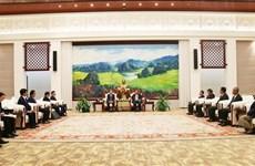 老挝人民革命党中央总书记、国家主席本扬·沃拉吉会见越共中央办公厅代表团