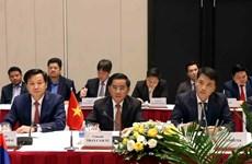 越共中央检查委员会代表团与老挝人民革命党中央纪检委员会代表团会谈
