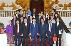 越南政府副总理王廷惠会见老挝国会副主席本邦