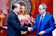 胡志明市市委书记阮善仁率团访问新加坡和印度尼西亚