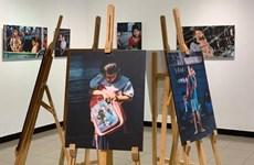 有关越裔柬埔寨人生活的图片展亮相河内