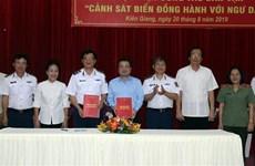 越南海警同坚江省渔民同行