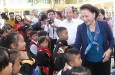 国会主席阮氏金银慰问广宁省山区的少数民族同胞