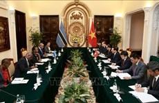 范平明副总理与博茨瓦纳外交事务与合作部部长尤妮蒂举行会谈