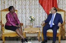 越南政府总理阮春福会见博茨瓦纳外交事务与合作部部长尤妮蒂