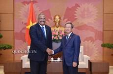 越南国会副主席杜伯巳会见古巴最高人民法院院长