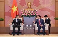 日本财务副大臣铃木圭佑:越南仍是日本企业具有吸引力的投资目的地