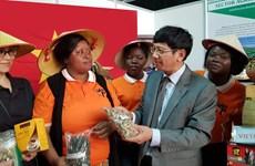 越南产品在第55届马普托国际博览会上颇受参观者的关注