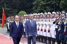 越南政府总理阮春福与马来西亚总理马哈蒂尔举行会谈