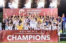 阮春福总理祝贺越南队夺得2019年东南亚女子足球锦标赛冠军