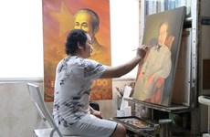 绘制2000幅胡志明主席肖像画的画家