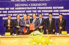 越英签署有关行政审批制度改革的合作备忘录