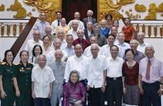政府总理阮春福会见胡伯伯身边工作的服务人员