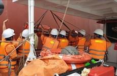 越南成功急救海上遇险的外国船员