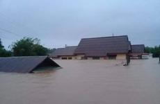 越南领导人就老挝洪涝灾害致电慰问