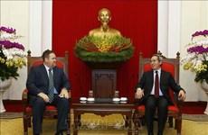 越共中央经济部长会见美国爱依斯电力公司越南市场总监