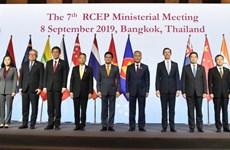 东盟与中国加强贸易伙伴关系