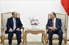 越南政府总理阮春福会见沙特阿拉伯驻越大使苏维里母