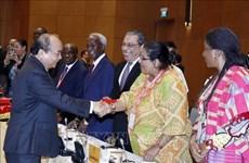 越南政府总理阮春福会见中东和非洲各国驻越大使