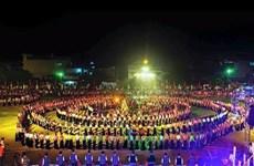 安沛省举行世界最大的越南群人舞表演