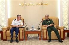 越南国防部副部长阮志咏上将会见美国驻越南大使馆国防武官