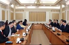 胡志明领导会见马来西亚政府原产业部部长郭素沁