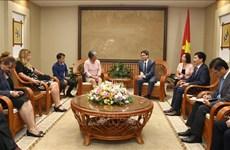 越南政府副总理武德儋会见古巴劳动和社会保障部部长