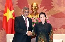 越南国会主席阮氏金银会见新加坡首席大法官
