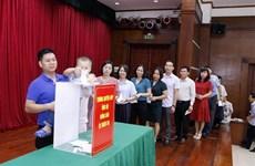旅居老挝越南人为老挝灾民捐款