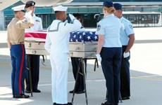 美国军人遗骸交接仪式在岘港国际机场举行