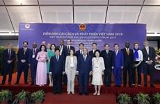 阮春福欢迎国际专家为越南发展政策建言献策