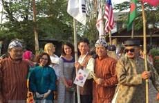 越南画家代表团参加印尼国际艺术展