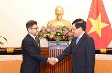 越南政府副总理兼外长范平明会见印度新任驻越大使普拉奈·维尔马