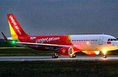 受台风塔巴影响  越捷航空许多航班临时取消