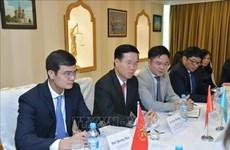 越共中央宣教部部长武文赏会见俄罗斯各政党领导