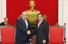 越共中央组织部部长范明正会见白俄罗斯副总理利亚申科