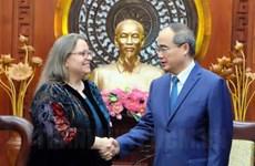 阮善仁会见美国新任驻胡志明市总领事玛丽·达穆尔
