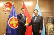 越南政府副总理兼外交部部长范平明在联合国大会期间同各国领导举行双边会晤