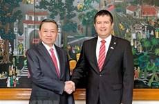 越南公安部与捷克共和国内务部加强打击犯罪的合作