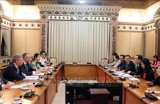 胡志明市加强与英国的经贸合作