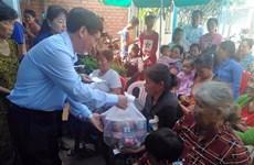 越南驻柬埔寨大使馆代表团看望慰问柬埔寨灾民