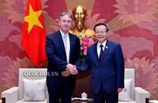 越南国会副主席冯国显会见东盟-欧盟商业理事会主席