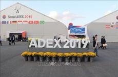 越南国防部代表团参观2019年韩国首尔国际航空航天暨军工业展览会
